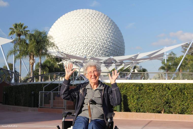 Floridában naná hogy meg kellett nézni a Disney World-öt.