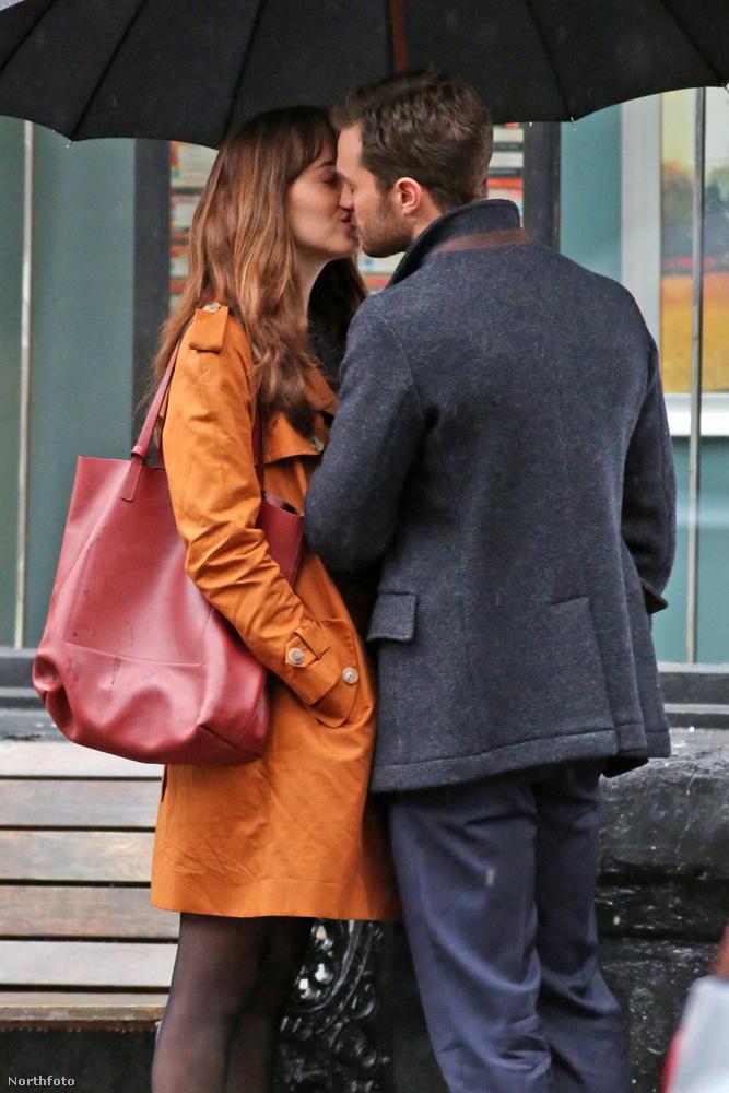 Egy szerelmi jelenetet vettek fel Jamie Dornannel.