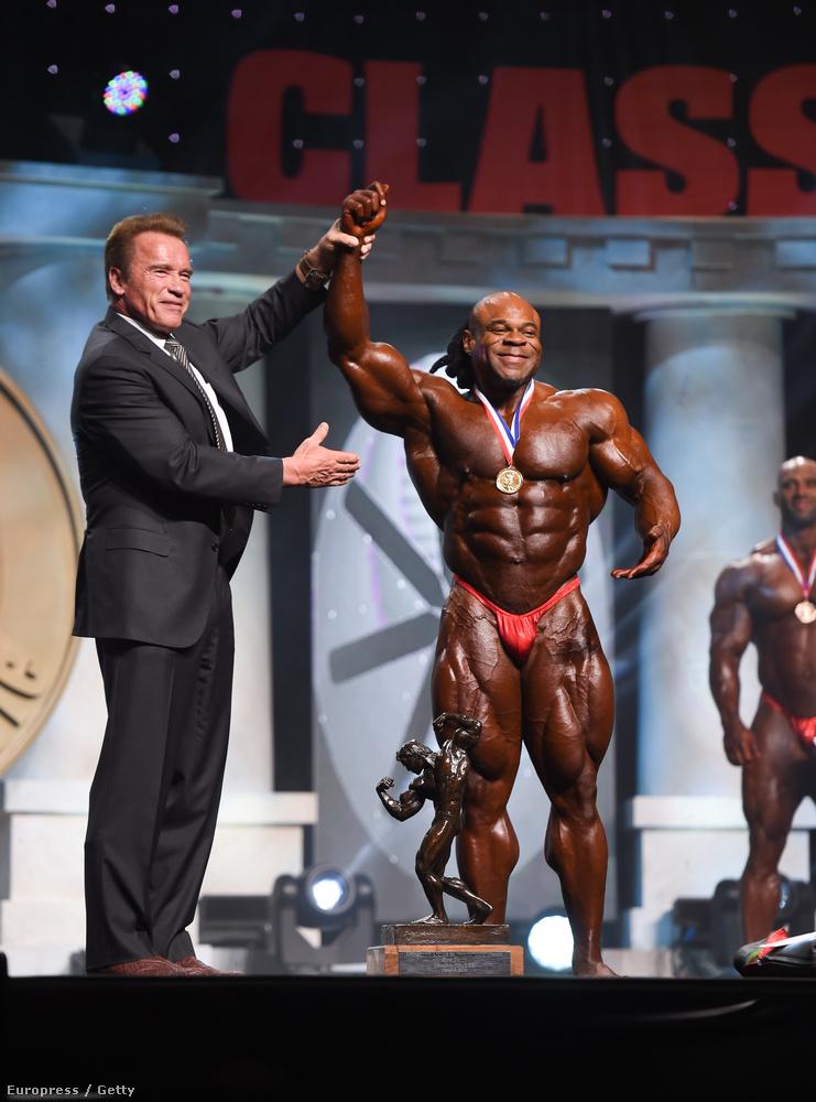 És az Arnold Classic kategória díját kapja: Kai Greene
