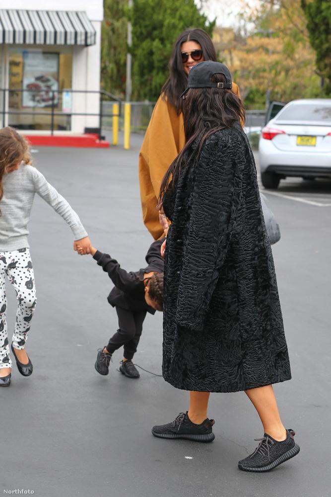 Kim Kardashian és lánya, North West elmentek a játékboltba vásárolni