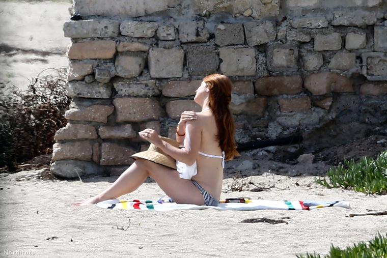 Mint láthatják, a zenész nagyon ügyelt arra, hogy alaposan bekenje magát napvédő készítménnyel - kövessék a példáját idén is!