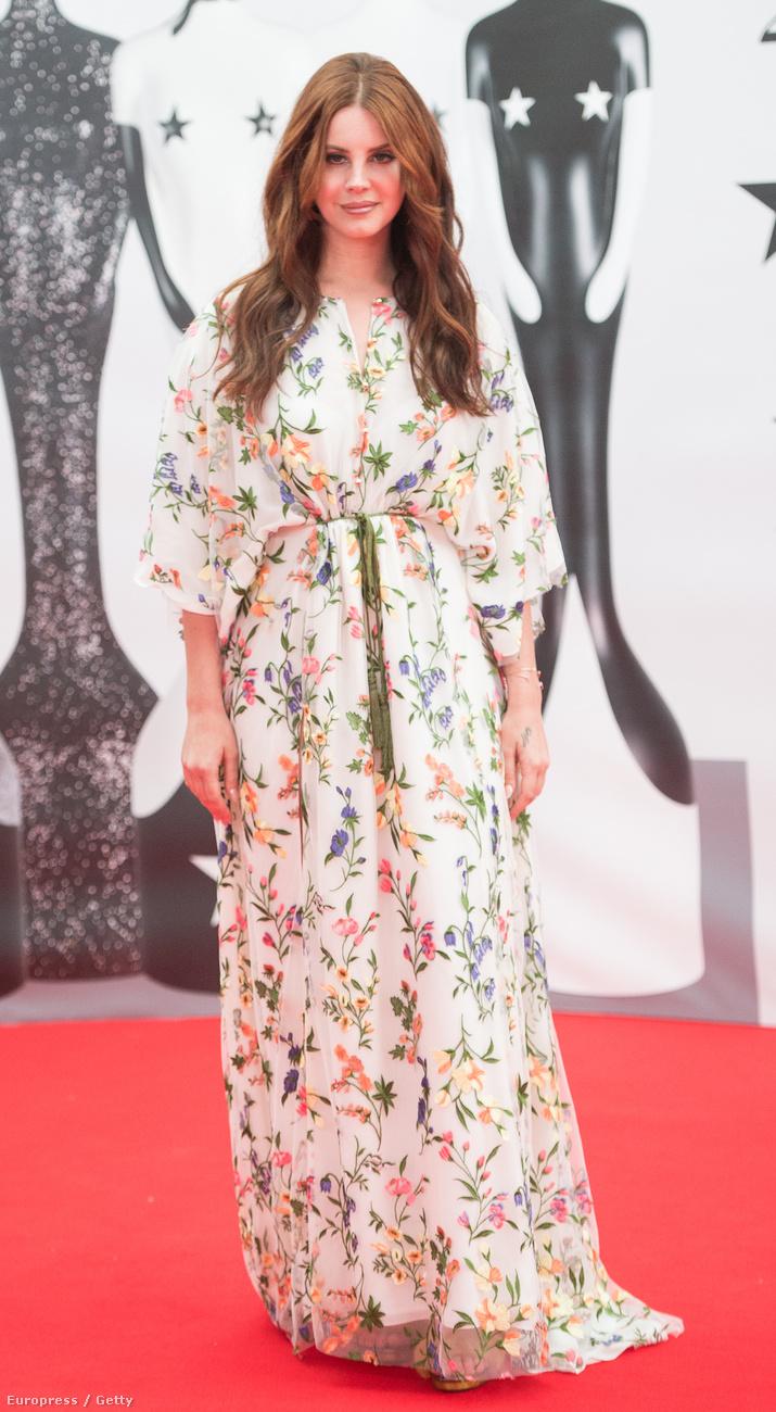 a Brit Awardson egyszerre volt angyali és hippi,