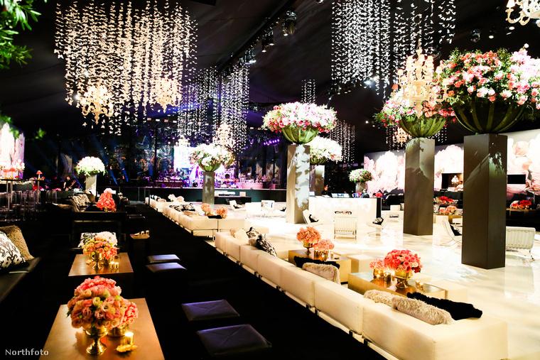 Hogy miért néz ki ilyen puccosan ez a hely? Talán valami arab sejk esküvője lesz? Nem