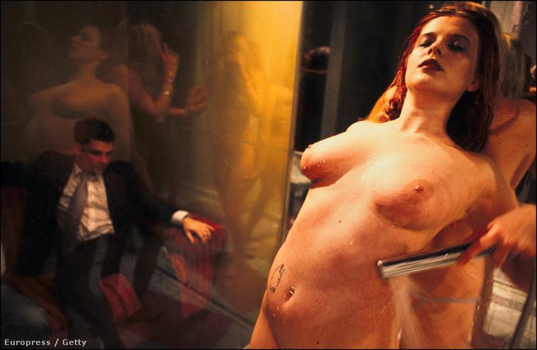 Egy victoriai (Kanada) sztripper kivette a kezemből az iPhone-omat, és végigdörzsölte vele a meztelen testét, a vagináját is beleértve, a színpadon