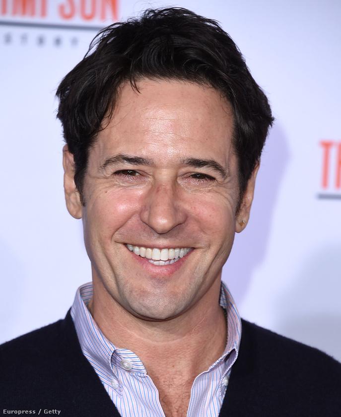 Idén lesz 54 éves, klassz szerepet kapott az American Crime Storyban, és más elég jó tévésorozatokban
