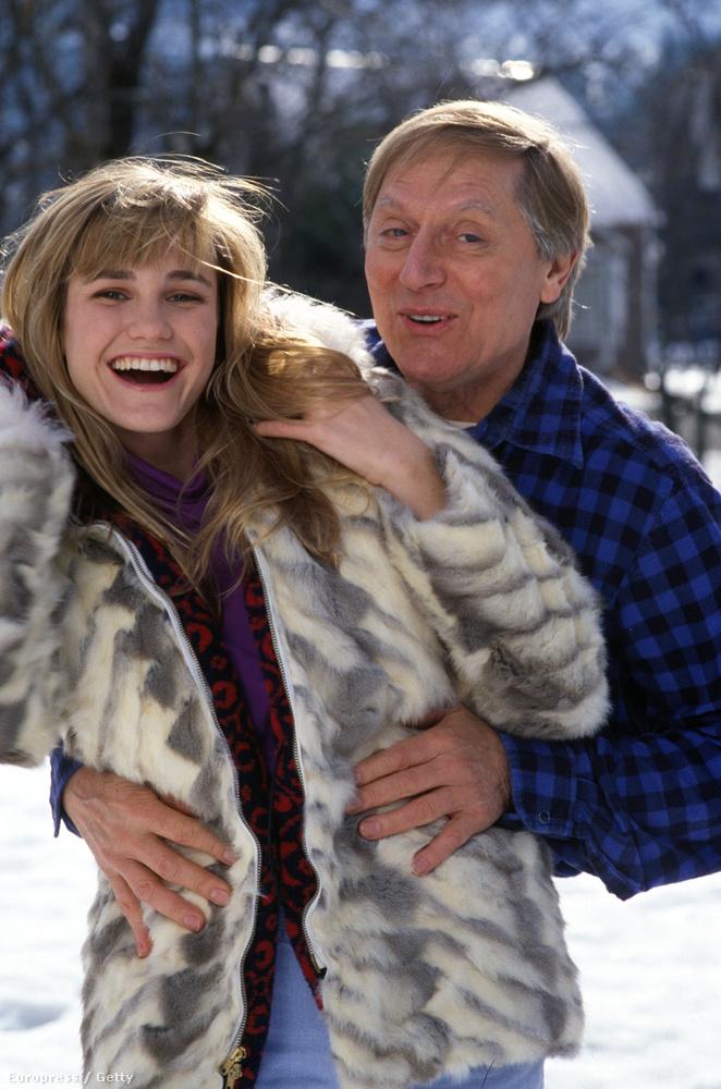 A sorozat legvalószínűtlenebb párja: a helyi kocsmát vezeti az egykori szépségkirálynő, Shelly (Cynthia Geary) és Holling (John Cullum)