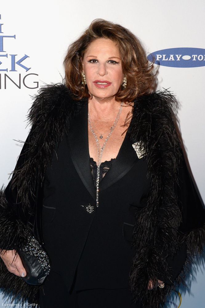 Lainie Kazan már 75 éves, és tök mindegy, hogy mennyit plasztikáztatott, csinos