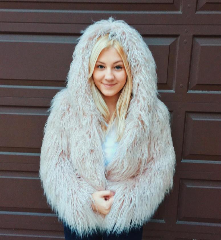 Nem is olyan régen fedeztük fel, hogy Heather Locklear és Richie Sambora 18 éves lánya mennyire szép lett