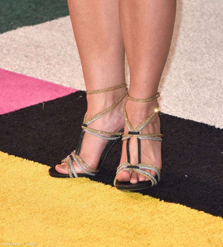 Ki az, aki annyira laza, hogy hosszasan igazgatja a cipőjét a lábujjaival, még egy óriási díjátadó szőnyegén is?