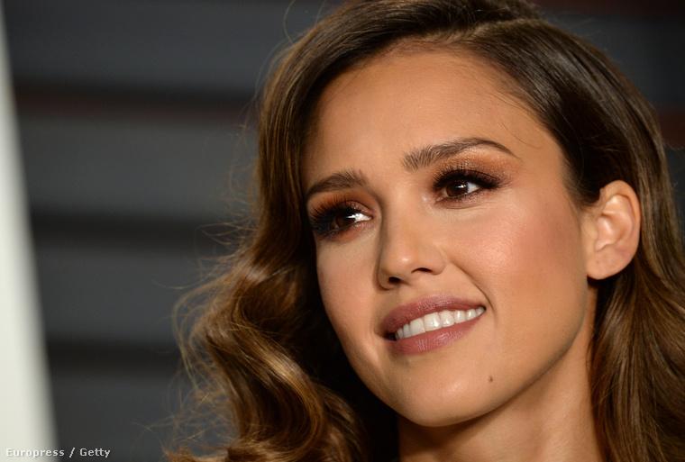 Jessica Albával kezdjük, a 34 éves színésznőről jó tudni, hogy kozmetikumokat is forgalmaz.