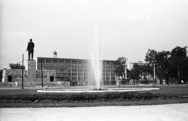 Ráismer az 56-osok terére? Akkor persze még Sztálin térnek hívták.