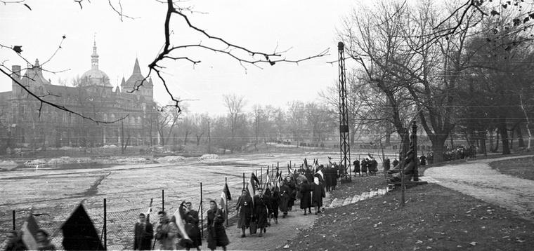 '56-os nőtüntetés december 4-én.