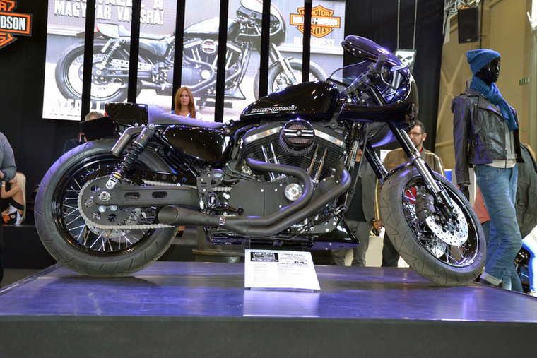 """Pákozdi """"Sapka"""" Tamás és a Harley-Davidson Budapest közös munkája ez a 883 Sportster Iron"""