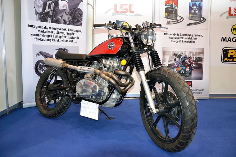 Az X-Bike standján áll ez az átépített Kawasaki LTD440