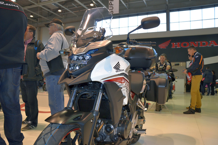 A Honda 2016-ra frissített a CB500 sorozaton