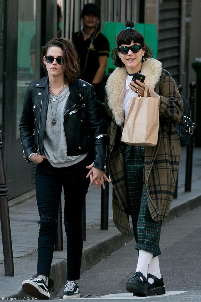 Például Kristen Stewart színésznővel, aki bár hivataloan még nem comingoutolt, egy képsorozatból kiderült, hogy nagy valószínűséggel ezzel a lánnyal jár most.