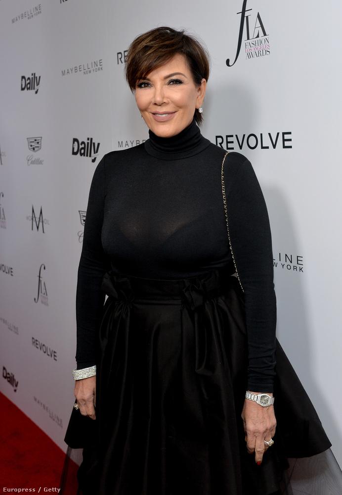 Kris Jenner szintén, nyakig begombolkozva
