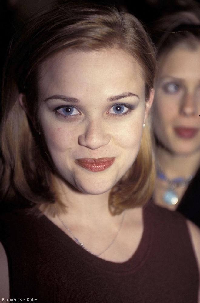 1996: barna rúzs, természetes színű, cukilány-haj.