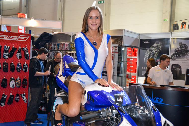 Erről valamiért lemaradt a motor: Yamaha YZF-R1, pályázására felkészítve.