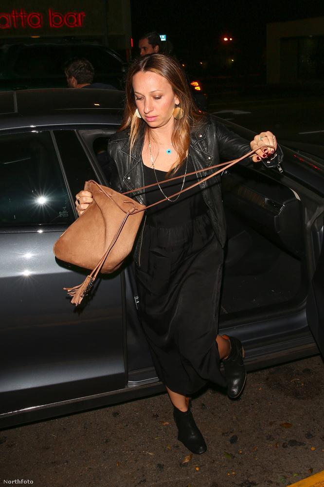 Tobey Maguire felesége, Jennifer Meyer csárdással érkezett.