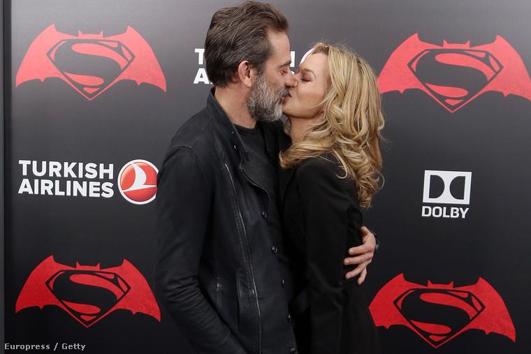 annyira jó neki, hogy Jeffrey Dean Morgan a férje.