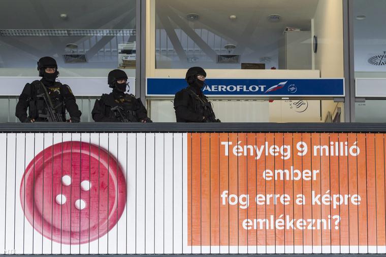 De semmiképp se a Budapest Airport oldalán, ahol cikkünk írásakor továbbra sem volt semmi a terrorveszélyről, de azóta lett