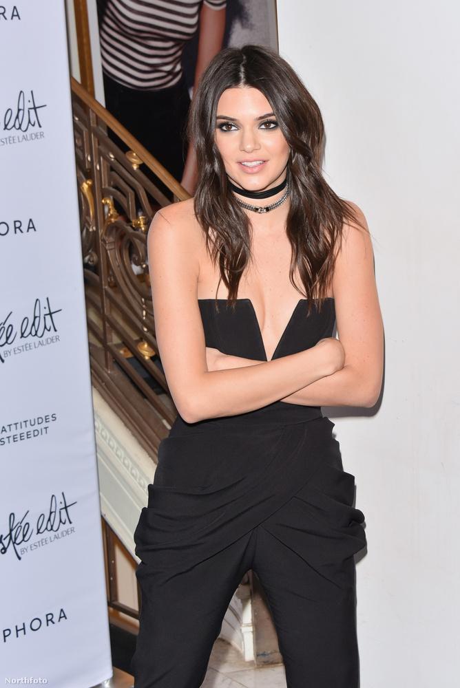 Kardashianék kishúga, a modell Kendall Jenner egy New York-i divateseményen jelent meg kedd este egy nagyon csinos fekete szettben