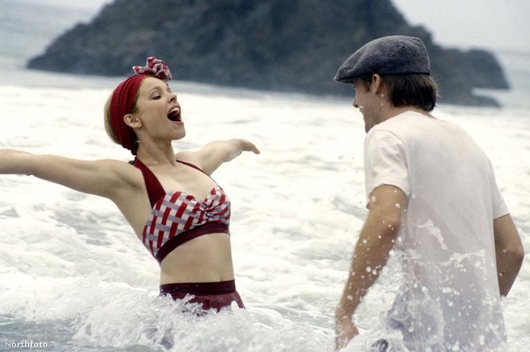 Ez a retro bikini se gyenge, amit Rachel McAdams a 2004-es Szerelmünk lapjai című filmben villantott meg.