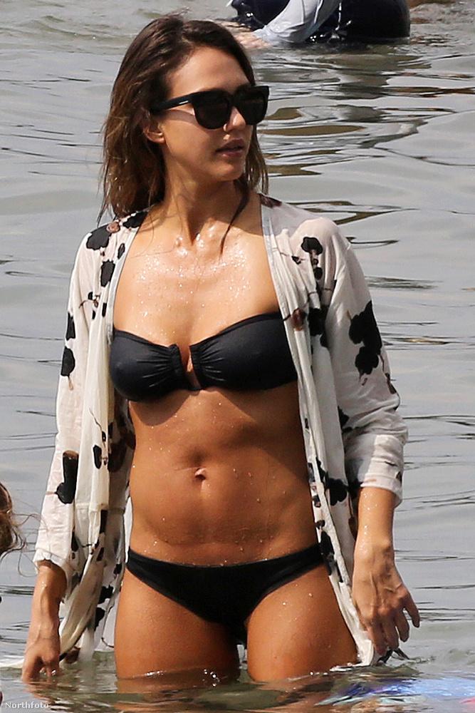 Bezzeg Jessica Albaa héten kétszer is strandolt.