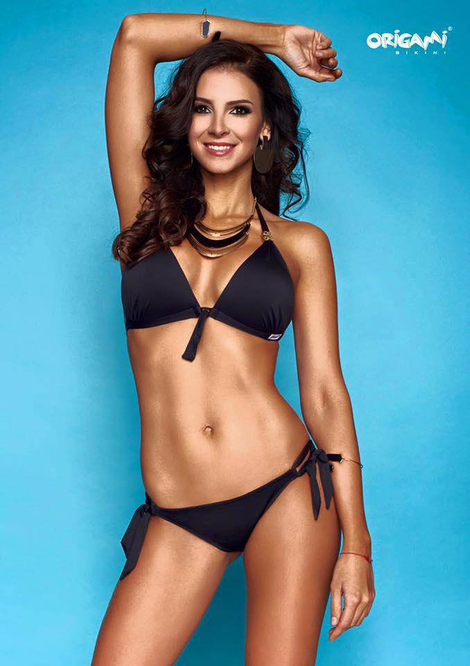 A képeken nemcsak az ő személye közös, illetve a bikinis megjelenés: