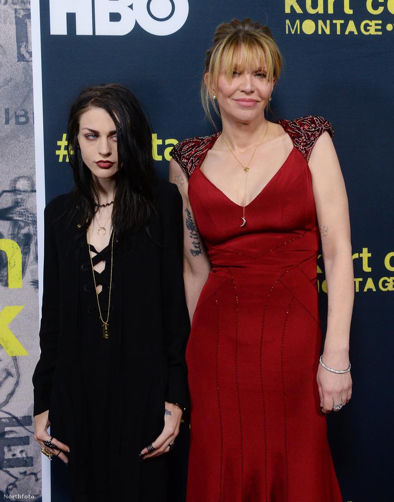 Courtney Love is hiába indulna az Év Anyukája díjért: ellene kért és kapott távoltartási végzést saját lánya, Frances Bean Cobain alig 17 évesen