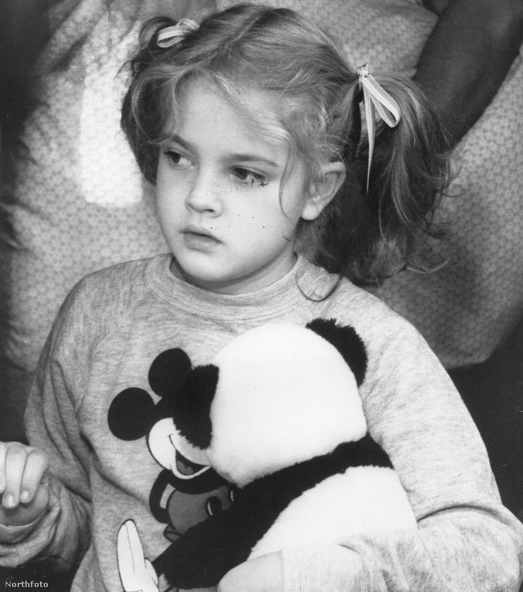 Ezerszer hallott történet, hogy a kis Barrymore már 12 évesen alkohol- és drogfüggő volt, amihez az édesanyja szolgáltatott mintát