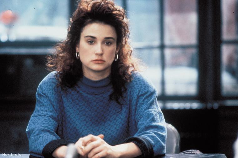 1991: a széles arc-és állkapocscsontok teszik olyan jellegzetessé az arcát.