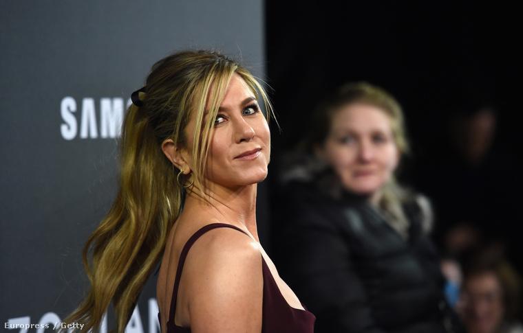 ez pedig a 47 éves Aniston, 2016-ban