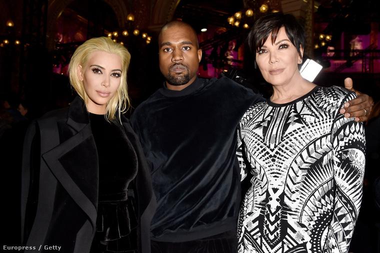 2015: egyik lányával, Kimmel, illetve vejével, Kanye West rapperrel pózolgat, szoborszerű arccal.