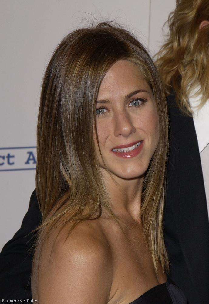 Ez itt a 34 éves Aniston,