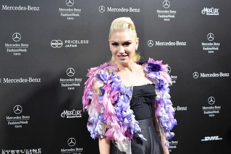 Gwen Stefani mostanában sokat szerepel nyilvánosan, mert kiadott egy lemezt, úgyhogy fel kell hívnia magára a figyelmet.