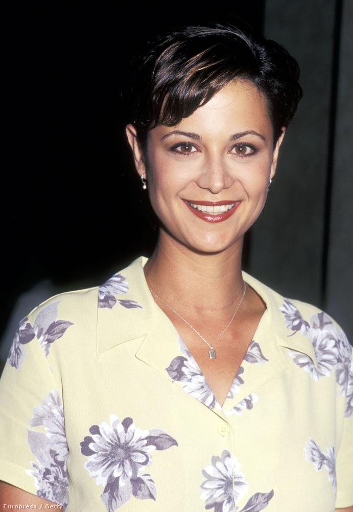 Catherine Bellt a JAG című sorozatból ismerhetik esetleg.