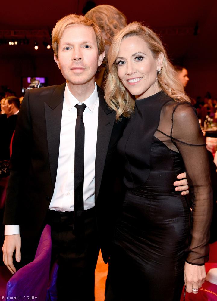 Beck mostanában - ott volt Elton John Oscar-buliján, vagyis annyira nem lehet keményvonalas