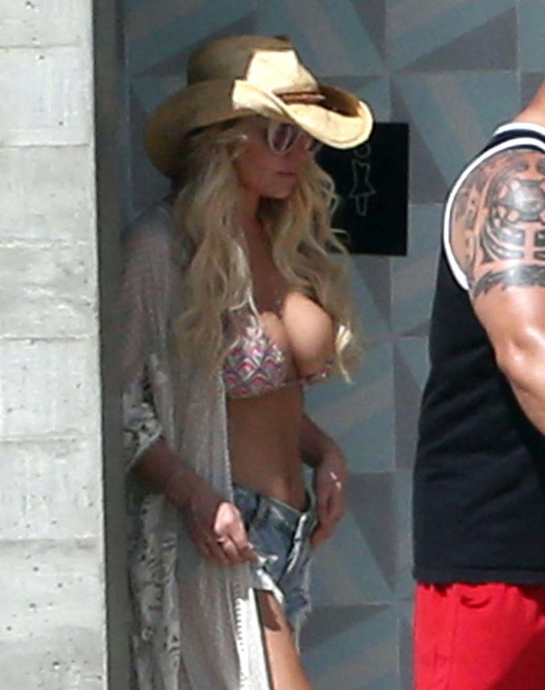 Még egy bikini, ez most Jessica Simpsoné