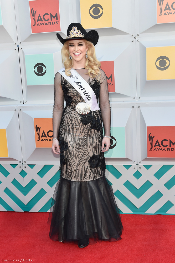 Katherine Merck, az idei Miss Rodeo America megjelenése egyértelműen azt üvölti, AMERIKA! ÉS HA EZ NEM TETSZIK, A PUSKÁMMAL LŐLEK FENÉKEN!