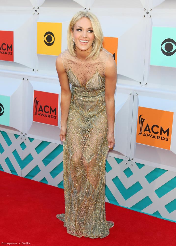 Carrie Underwood ismertebb név a műfajban, de hogy miért guggol ebben a csillámköntösben, arról elképzelésünk sincs