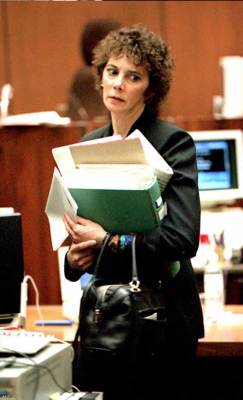 A vád viszont azzal válaszolt, hogy a gyilkosságot megelőzően Simpson szerepelt egy dokumentumfilmben, amiben azt állította, annak ellenére, hogy elmúlt 40 éves, rendkívül fittnek érzi magát