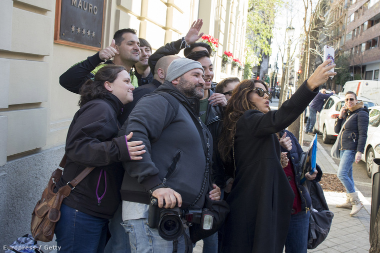 Eva Longoriának örülnek a madridi rajongói,