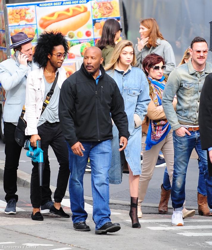 Szép nap ez a mai - gondolhatta Gigi Hadid és környezete a  modell New York-i fotózásán.