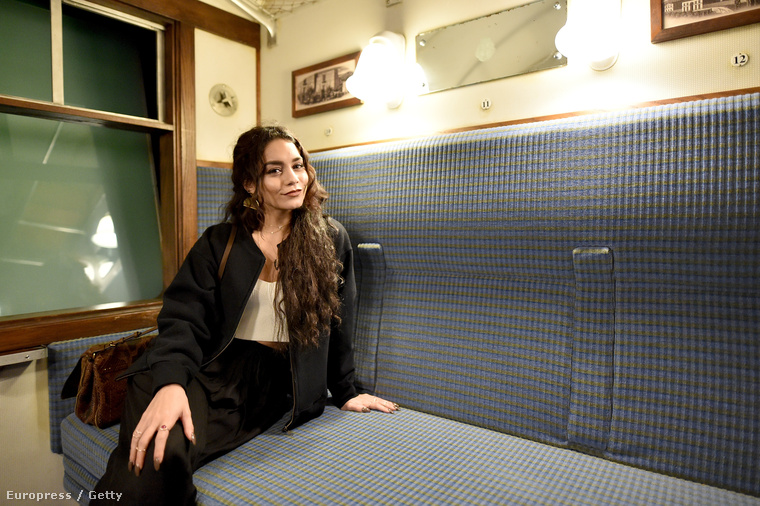 Be is ült a vonatba, ami Roxforba viszi a kis varázsló növendékeket, ugye.