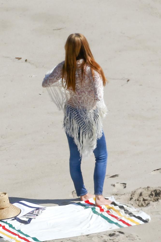 Olykor-olykor megemlékezünk arról, milyen impozáns látványt nyújt Lana Del Rey énekes-zenész a malibui strandon.