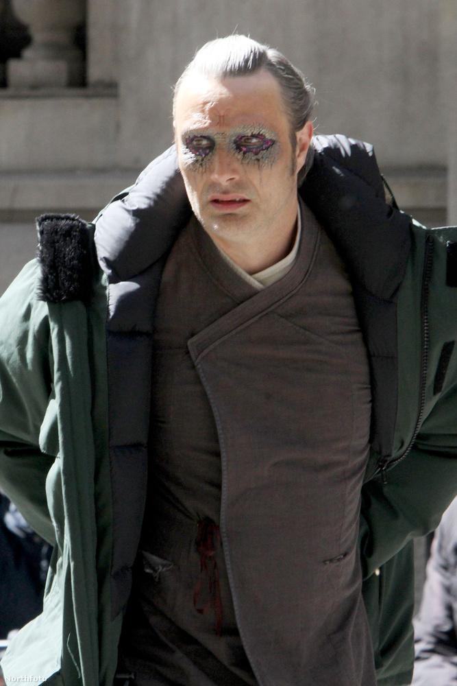 Mads Mikkelsen éppen a Doctor Strange-et forgatja, a sminkjétől pedig megijedtünk