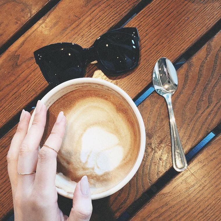 És ezek szerint ezzel a bögre kávéval is inspirálni kívánja követőit