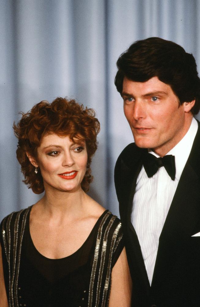 Miközben egy Christopher Reeve-vel közös fotót nézeget, eláruljuk, hogy egészen 2009-ig Tim Robinsszal volt együtt, két gyerekük született